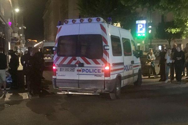 06.06.2020. Un homme blessé est soigné en marge de la manifestation des violences policières à Marseille.