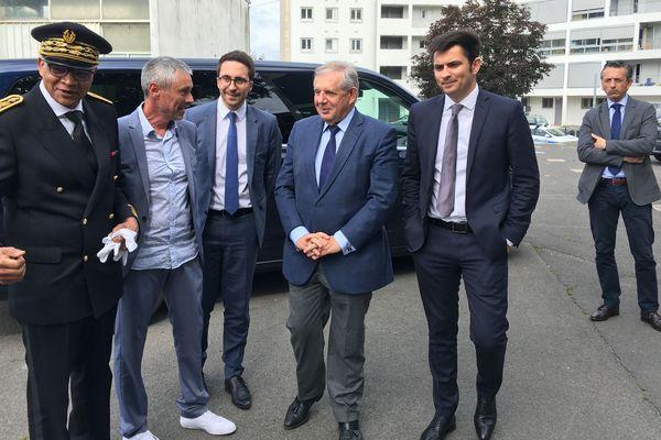 Jacques Mézard, ministre de la cohésion des territoires, dans le quartier Bel Air d'Angoulême, le 14 juin 2018