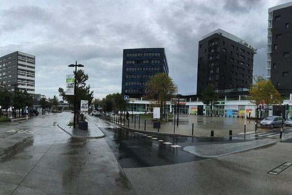 Des coups de feu ont été tirés place Rosa Parks à Nantes le 23 octobre au soir, un jeune homme de 25 ans a perdu 3 doigts dans la fusillade