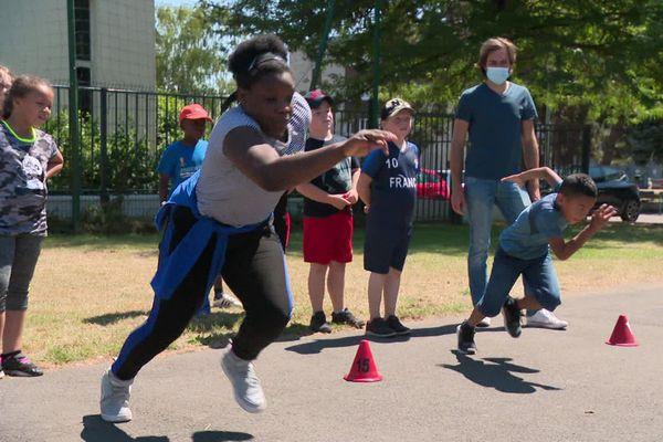 """Avec l'opération """"Athlé dans les quartiers"""", les jeunes de 5 à 16 ans sont invités, tout l'été, à découvrir gratuitement les disciplines de l'athlétisme."""
