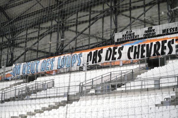 La banderole déployée au stade Vélodrome par les supporters lors d'OM-Porto.