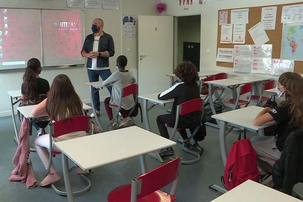 La rentrée se fait un peu plus tôt que prévue pour cette classe de 6e du collège Arthur Rimbaud à Amiens