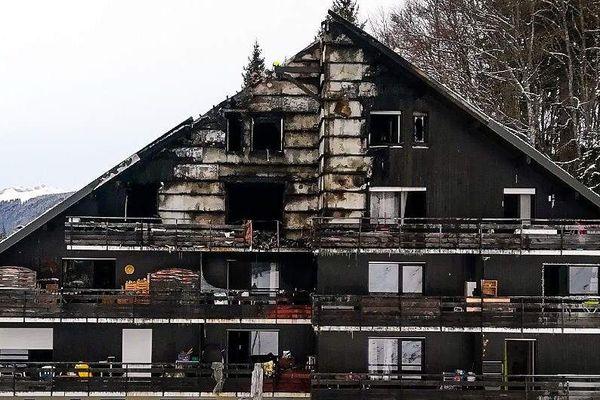 Un immeuble a pris feu dans la commune d'Arâches-la-Frasse (Haute-avoie) dans le nuit du 26 au 27 février.