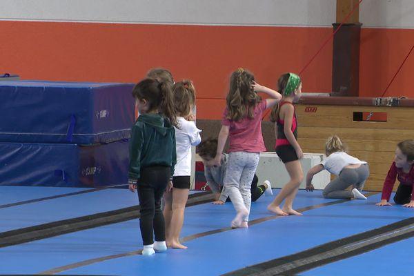 L'activité sportive continue pour les mineurs.
