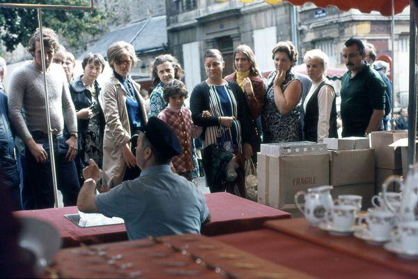 Août 1971 : Pálmi et Soffía appréciaient flâner sur les marchés de Caen.