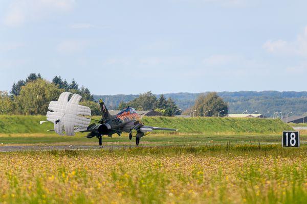Certains appareils déploient un parachute lors de l'atterrissage