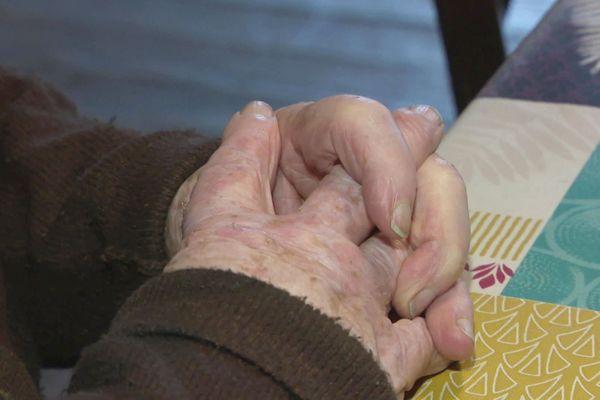 Les personnes âgées particulièrement fragilisées en cette période