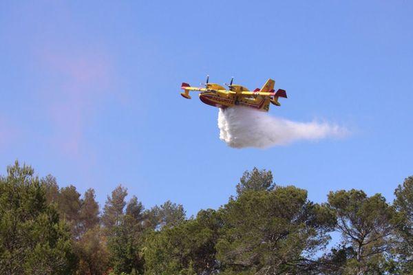 ILLUSTRATION Deux Canadair comme celui-ci sont en train d'intervenir sur l'incendie de Sartène.