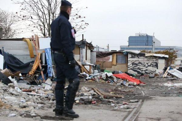 C'est un des plus grands camps Rom qui a été évacué mercredi 27 novembre au petit matin en Seine-Saint-Denis.