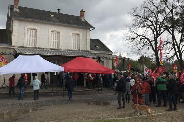 Les manifestants ont répondu à l'appel du collectif de défense des barrages hydroélectriques de la Vienne.