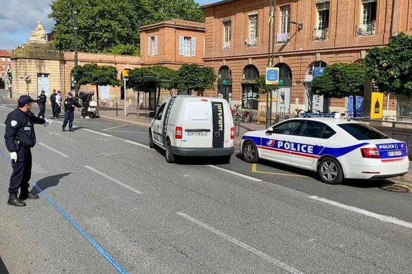 Contrôles de police à Toulouse pour faire respecter les mesures de confinement liées au coronavirus