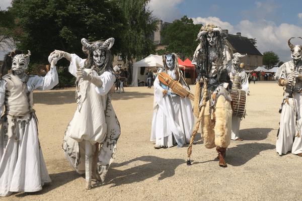 Pour vivre une journée et festoyer avec des seigneurs, des elfes et des saxons en armes au Château de Caen.