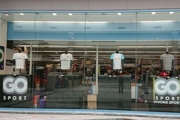 Un supporteur girondin a pris en photo la vitrine du magasin à Bègles avant de l'afficher sur les réseaux sociaux vendredi. Pas de trace des Girondins.
