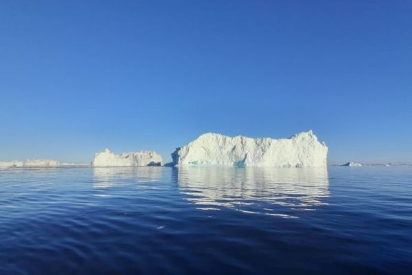 Icebergs sur la côte du Groenland.