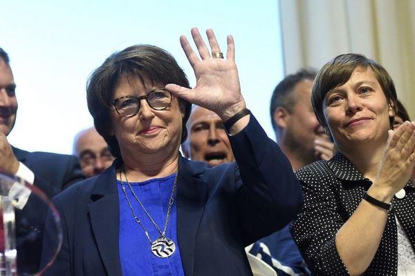 Martine Aubry reste maire de Lille après un dépouillement très serré.