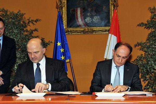 Pierre Moscovici, Commissaire européen aux Affaires économiques et financières, à la Fiscalité et à l'Union douanière pour l'Union Européenne et Jean Castellini, Conseiller de Gouvernement pour les Finances et l'Economie  ©Manuel Vitali Centre de Presse