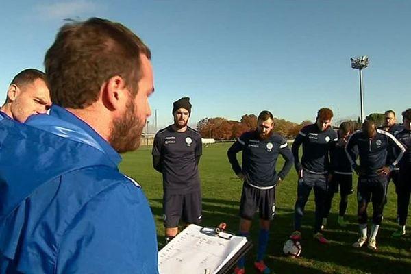Les footballeurs d'Angoulême à l'entraînement avant le match contre Auxerre.