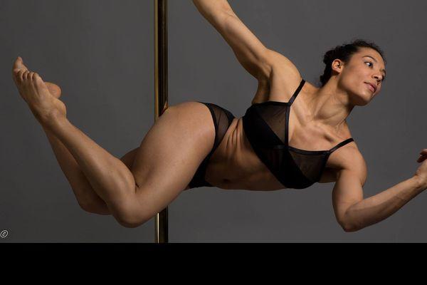 L'Angevine Céline Counali, actuelle championne de France de pole dance, participe ce 5 février au Pole Theatre Paris, une compétition internationale de cette discipline.