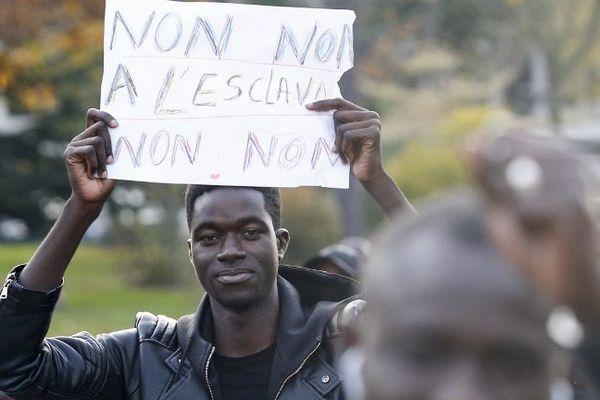 Samedi dernier une première manifestation spontanée a eu lieu à Paris, avec quelques incidents sur les Champs-Elysées en fin de parcours.
