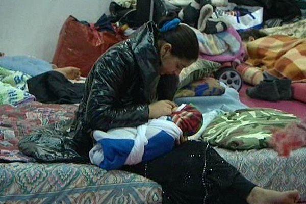 Une famille rom hébergée à la Bourse du Travail de Lille