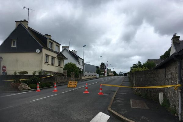 Un périmètre de sécurité en place à Plomodiern alors qu'un homme armé est retranché chez lui