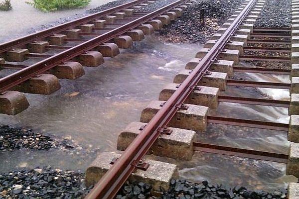 La ligne SNCF entre Nîmes et Alès après les inondations - octobre 2014.