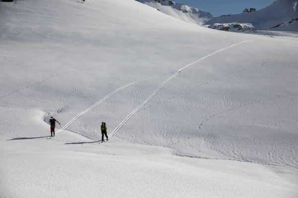 Avec la fermeture des remontées mécaniques, les amateurs de glisse se tournent vers le ski de randonnée