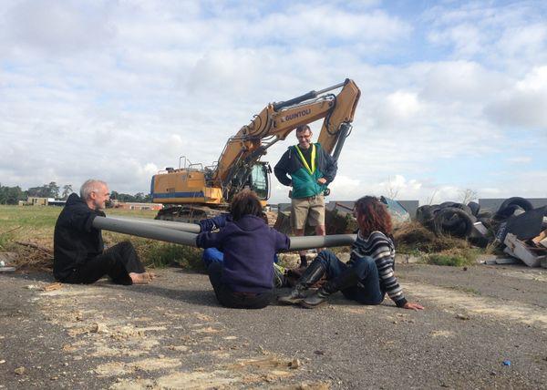 Des opposants à Val Tolosa sur le site lors d'une des nombreuses manifestations d'opposition au projet