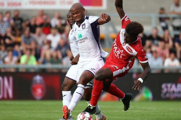 Mouscron (en rouge) face à Anderlecht en août dernier.
