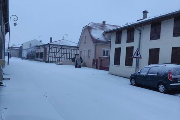 Une rue enneigée de Bassuet.