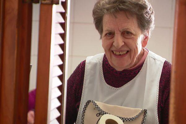A près de 88 ans, Josette reste un socle pour la vie du village. Elle accueille génération après génération tous les habitants de Clans.