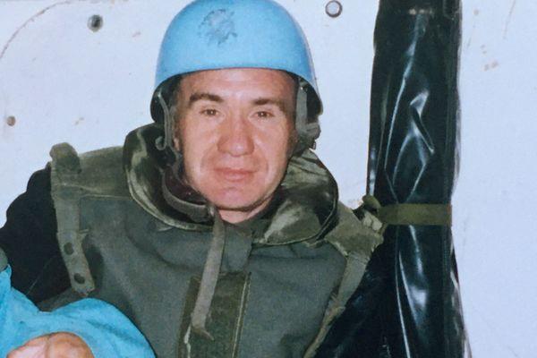 Jean-Claude Taulnay dans un blindé de la Force de Protection des Nations Unies en 1994 à Sarajevo où il était allé filmer les missions des militaires de différents régiments des Pays de la Loire.