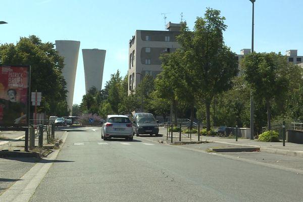 L'oeuvre du sculpteur Philolaos se trouve dans le parc Jean Perdrix, entre les quartiers du Plan et de Fontbarlettes, à Valence