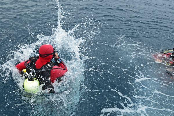 Les sapeurs-pompiers plongeurs sont à la recherche d'un homme de 19 ans disparu en mer - 25 juillet 2021