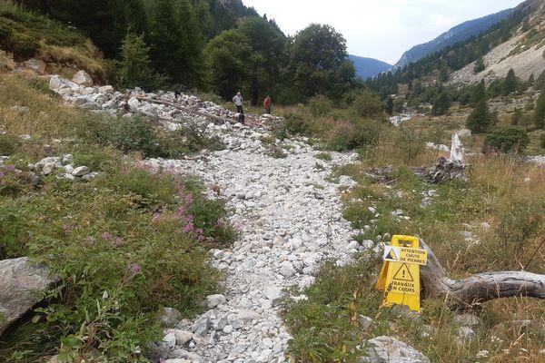 Cet été, le Parc national du Mercantour a fermé de nombreux sentiers aux randonneurs car ils sont impraticables.
