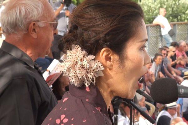 """La chanteuse Asae Suzuki a chanté """"Carmen"""" au paseo de la """"corrida lyrique"""" d'Istres."""