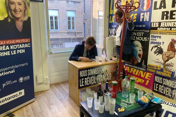 Andréa Kotarac dans le QG du Rassemblement National de Saint-Etienne (Loire), au soir du second tour des élections régionales en Auvergne-Rhône-Alpes dimanche 27 juin.