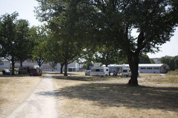 Fuyant l'aire de Beaulieu, trois familles de gens du voyage se sont installées sur le campus de Poitiers