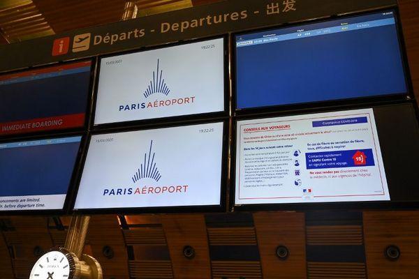 Face à la chute du trafic aérien, Aéroports de Paris ferme des terminaux.