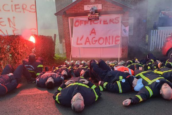 Les pompiers du Calvados en action à Monteuil-en-Auge pour demande plus d'effectif et une revalorisation