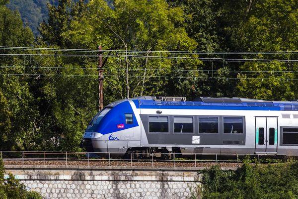 Un TER à Viviers-du-Lac, Photo d'illustration.