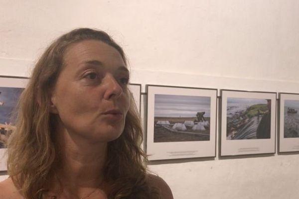 """Delphine Lelu, directrice adjointe du festival, explique que """"les relations avec les photographes se déroulent généralement bien""""."""