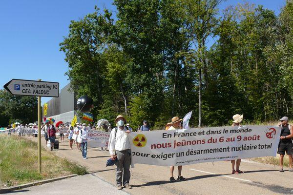 Les militants pour le désarmement nucléaire, au CEA Valduc