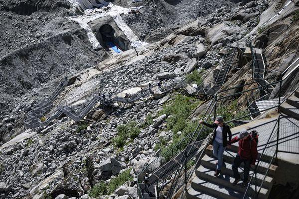 L'escalier pour rejoindre la Mer de Glace se rallonge d'une vingtaine de marches par an.