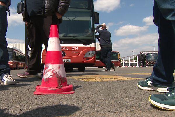 Les conducteurs de la Setram demandent des conditions de travail respectables, le piquet de grève a bloqué les bus à la sortie du dépôt au Mans