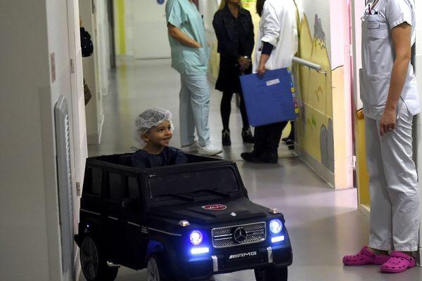 Une voiturette dans l'hôpital de Valenciennes, qui a lancé l'initiative.