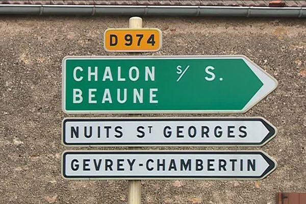 La D 974 ou route des grands crus relie Dijon à Beaune