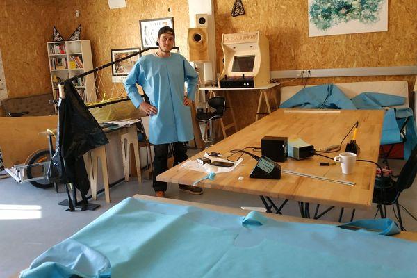 À l'association La Machinerie, bénévoles et salariés redoublent d'inventivité pour fabriquer des équipements de protection contre le coronavirus.