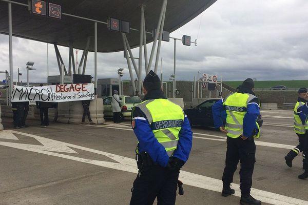 Les opposants ont procédé à des barrages filtrants au péage du Viaduc de Millau