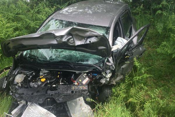Une des deux voitures accidentées